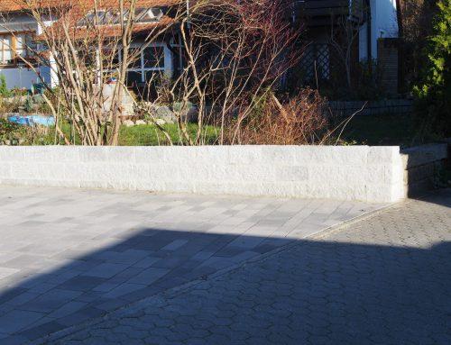 Kleinmauer aus Granitstein