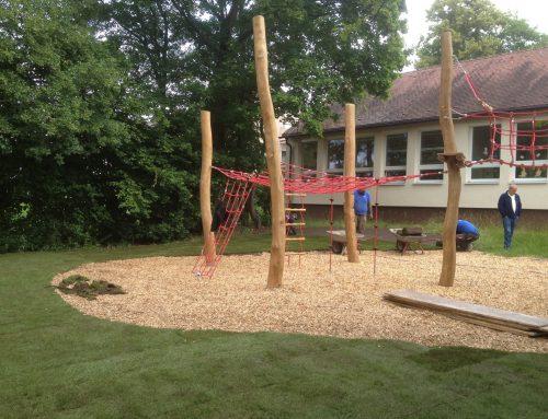 Schulspielplatz (Carl-Platz H´aurach) wenn´s schnell gehen muss: Rollrasen